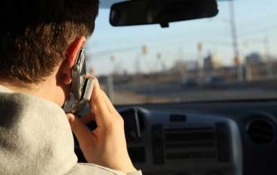 Driving while talking on phone - photo by ishtygashev