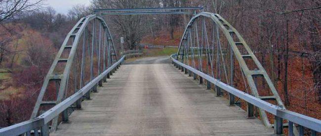 Bridge, Albany, NY - commons wikipedia (Doug Kerr)