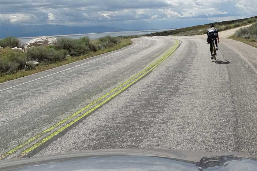 Passing bicyclist - A double solid yellow line. Copyright: Xzelenz Media