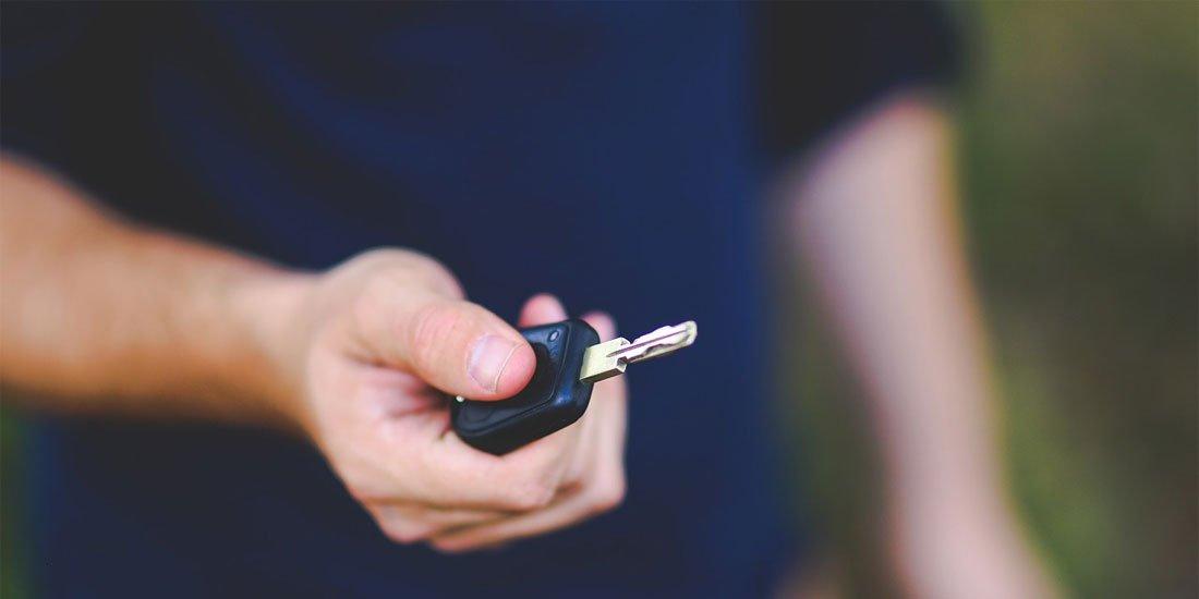 Car key - photo by kaboompics