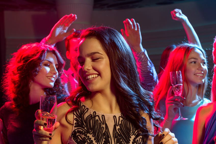 Understand how alcohol affects you - Party photo by Dolgachov