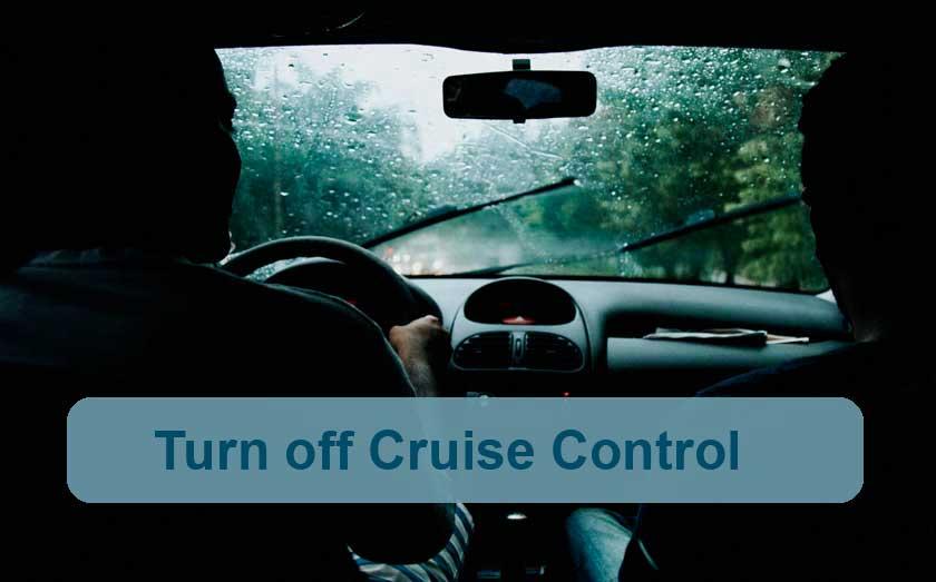 Avoid distractions when driving in rain - Photo by: Matheus Bertelli